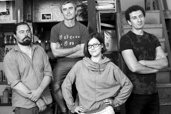 Арт-группа SCAFFOLD состоит из четырех художников - Игоря Цикуры, Галины Осадчей, Владимира Чорного и Олега Баклажова, работающих в жанрах стрит-арта, лэнд-арта и сценографии.