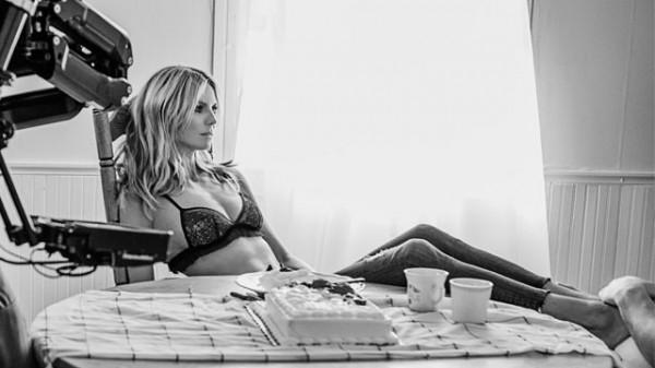 41-летняя немецкая супермодель Хайди Клум снялась в клипе Fire Meet Gasoline в прекрасной форме