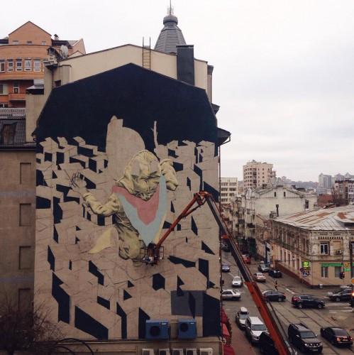Новый мурал на улице Дмитриевской в Киеве