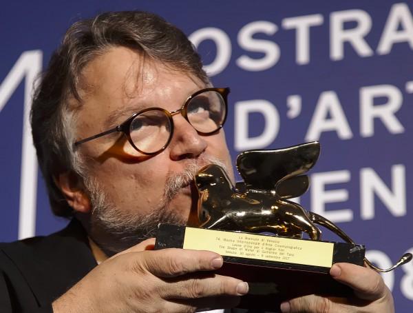 Гильермо дель Торо получил Золотого льва на Венецианском кинофестивале.
