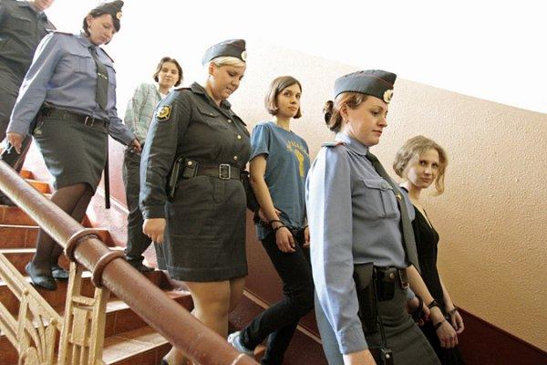 Участниц Pussy Riot приговорили к двум годам колонии строгого режима