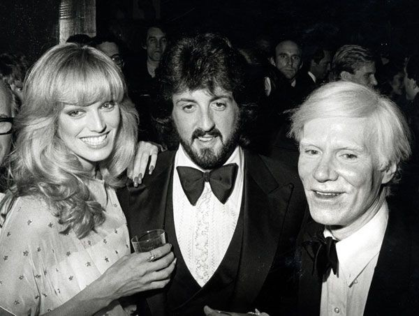Сюзан Энтон, Сильвестр Сталлоне и Энди Уорхол на открытии выставки художника. Ноябрь 1979 г.