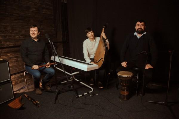 Украинские музыканты записали инструментальную версию хита Адель
