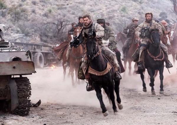 Крис Хемсворт отправляется в Афганистан воевать верхом.