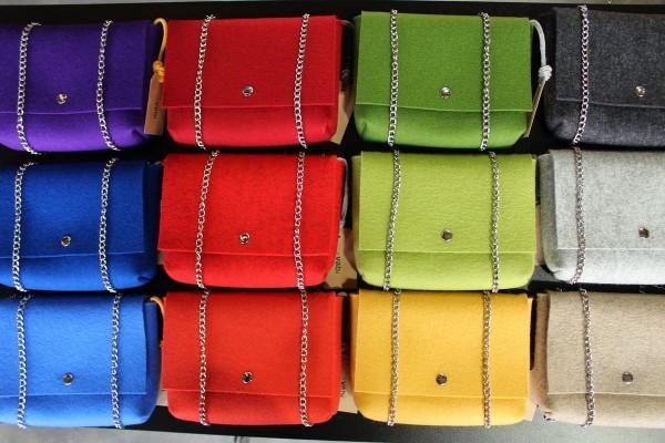 Бренд Vabi специализируется на шерстяных сумках всех цветов радуги