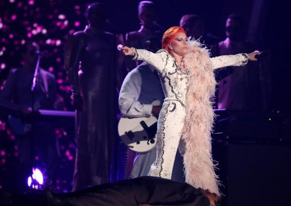 Леди Гага на церемонии вручения премий Грэмми-2016