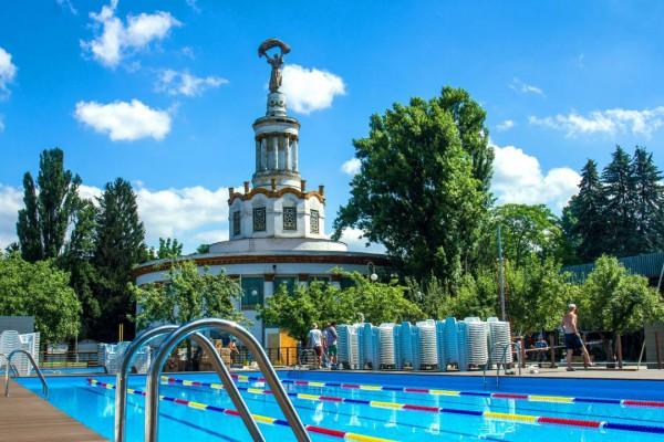 До конца лето нужно поплавать в бессейне на ВДНГ.