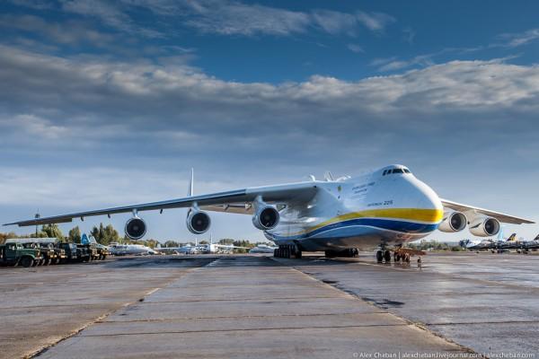 Украинская Мрия (Ан-225) - самый большой самолет в мире.