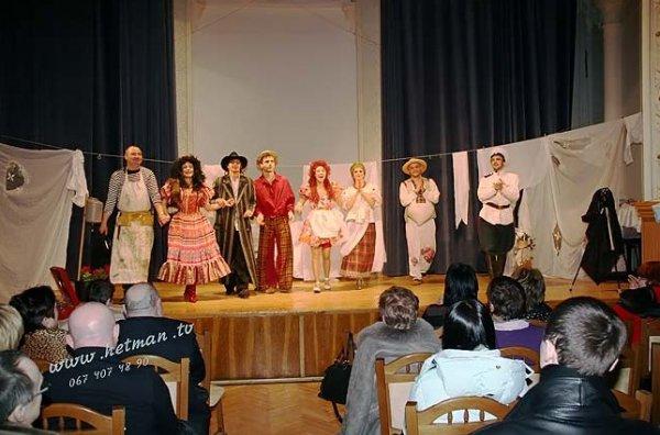 Фотографии взяты с сайта театра Зеркало.