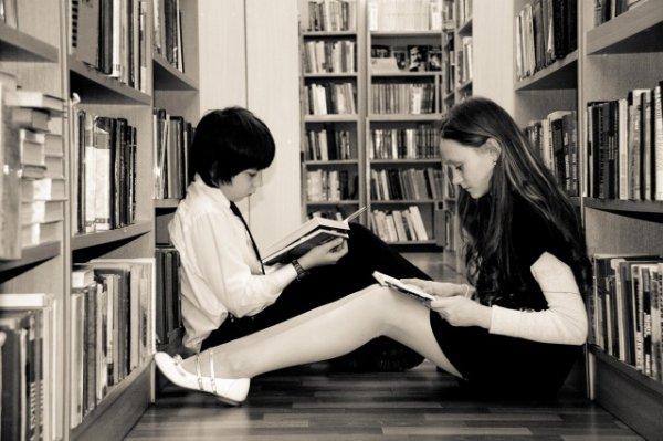 У каждого есть возможность помочь нуждающимся детям в акции Подвешенные книги
