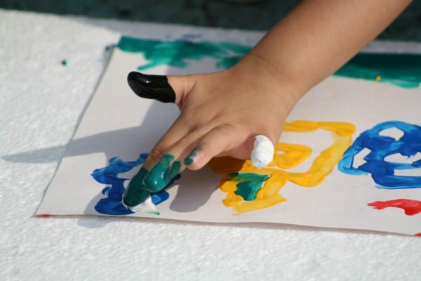 После посещения курсов Каляки-Маляки ваш малыш необязательно станет великим живописцем, но в музей будет идти с куда большим рвением