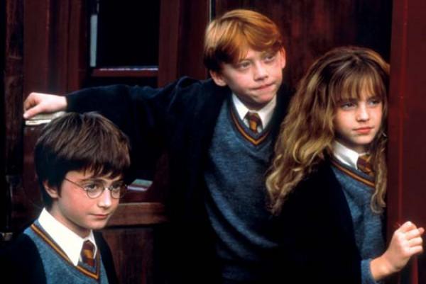 Первая книга о Гарри Поттере Гарри Поттер и философский камень вышла в 1997 г.
