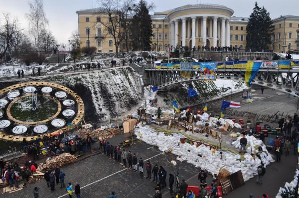 Активисты Евромайдана заняли бывший Октябрьский дворец, оборудовав в нем пункт обогрева