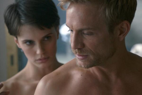 На этой неделе смотрим французскую драму Двуличный любовник.