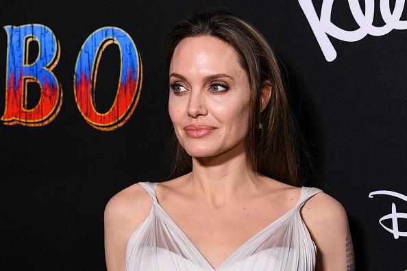 Джоли завершает карьеру