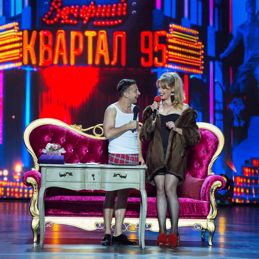 Владимир Зеленский и Елена Кравец на сцене Квартала 95