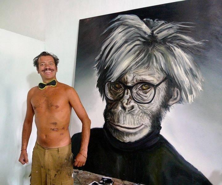 Илья Чичкан на фоне своей работы