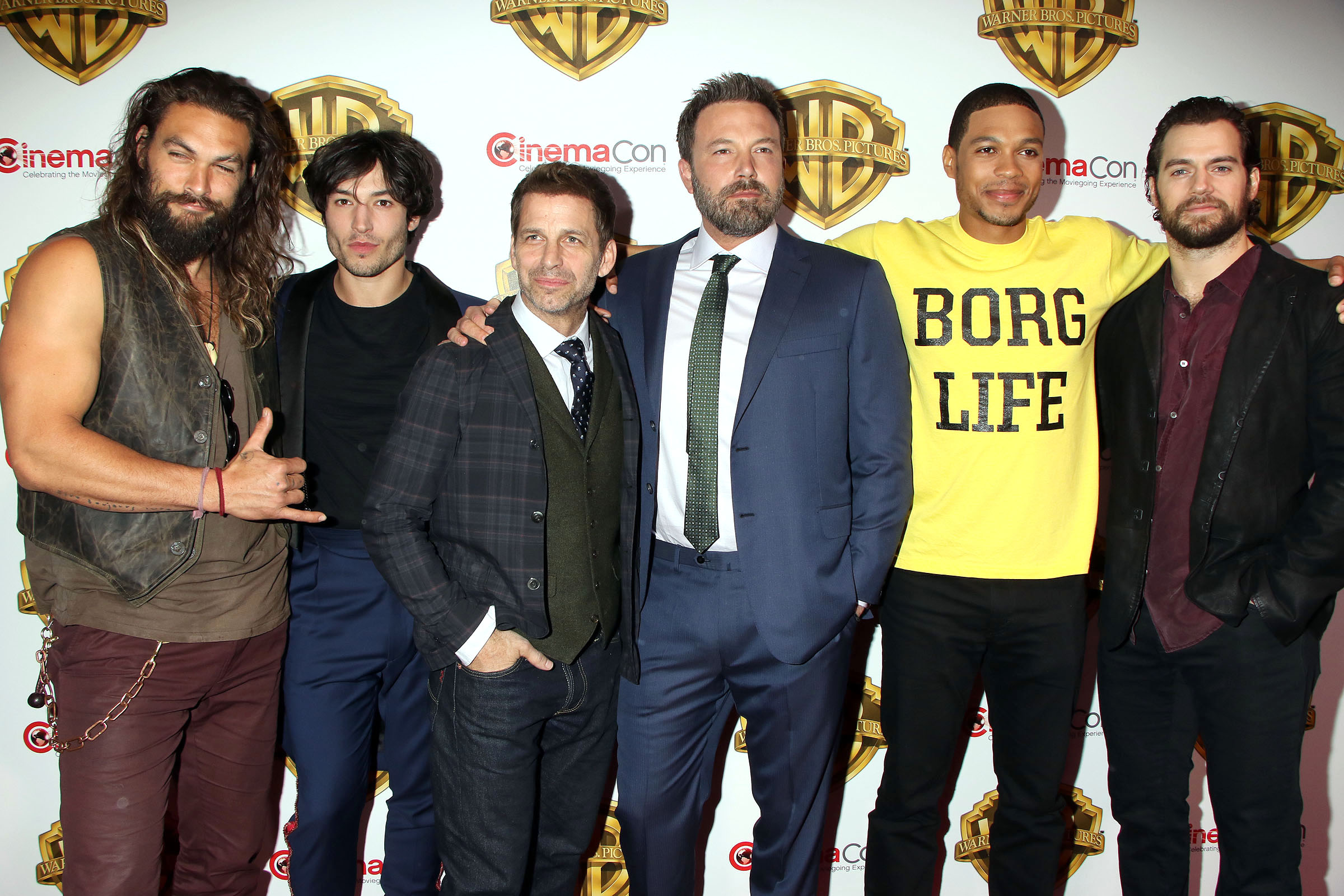 Зак Снайдер с актерами из Лиги Справедливости