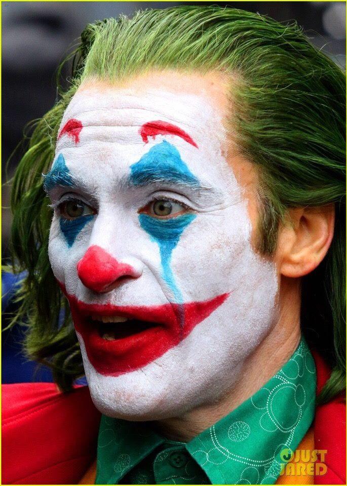 Джокера в новой картине играет Хоакин Феникс