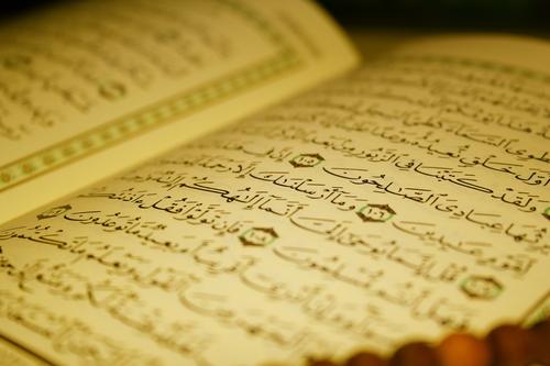 Коран читают в оригинале - на арабском