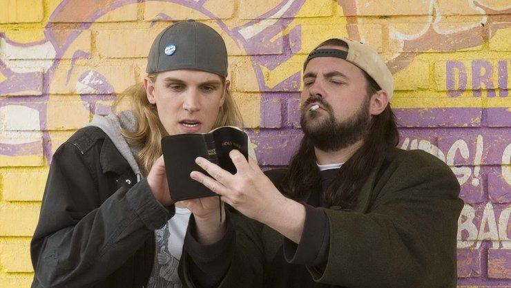 Кевин Смит в образе молчаливого Боба (справа)
