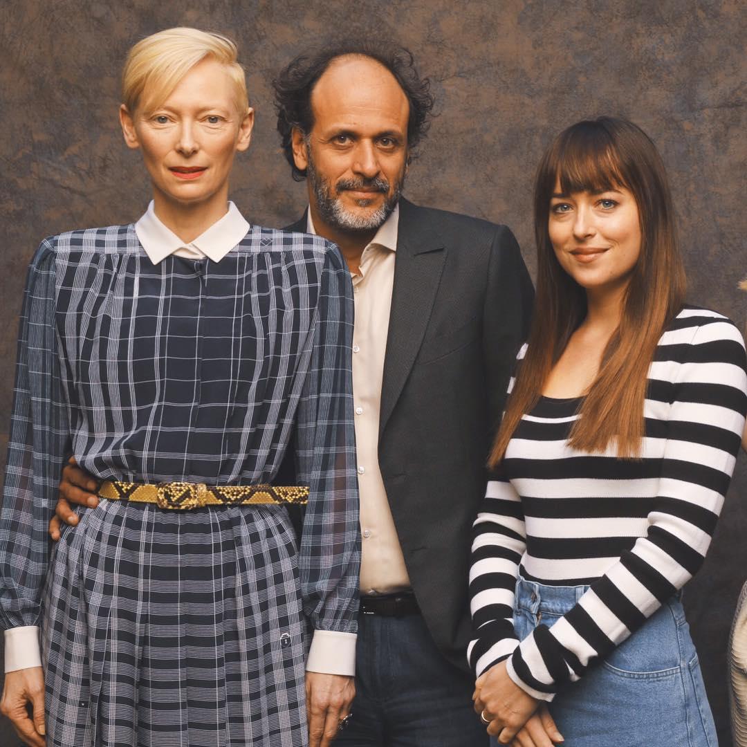 Дакота Джонсон с Тильдой Суинтон и Лукой Гуаданьино