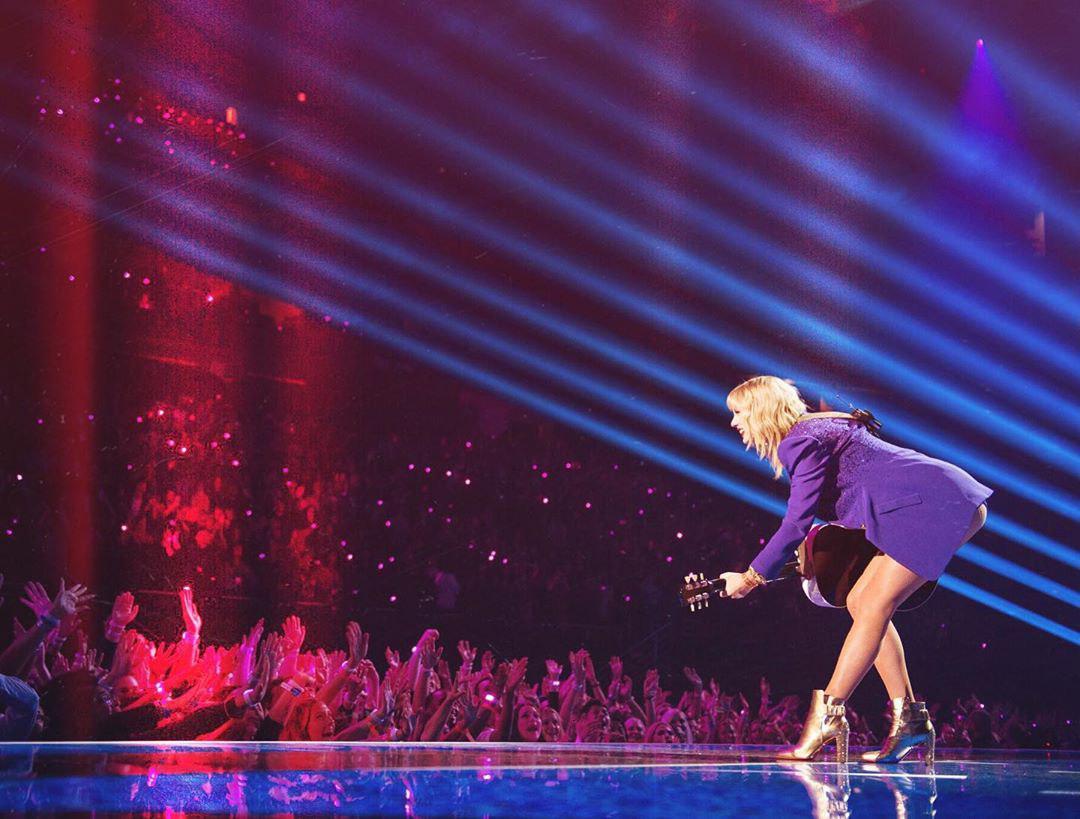 Тейлор Свифт стала лучшей артисткой десятилетия