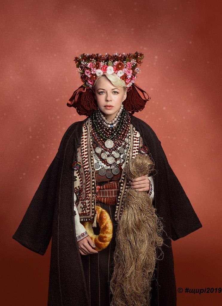 Наталия Жижченко стала моделью благотворительного календаря Щирі. Свята