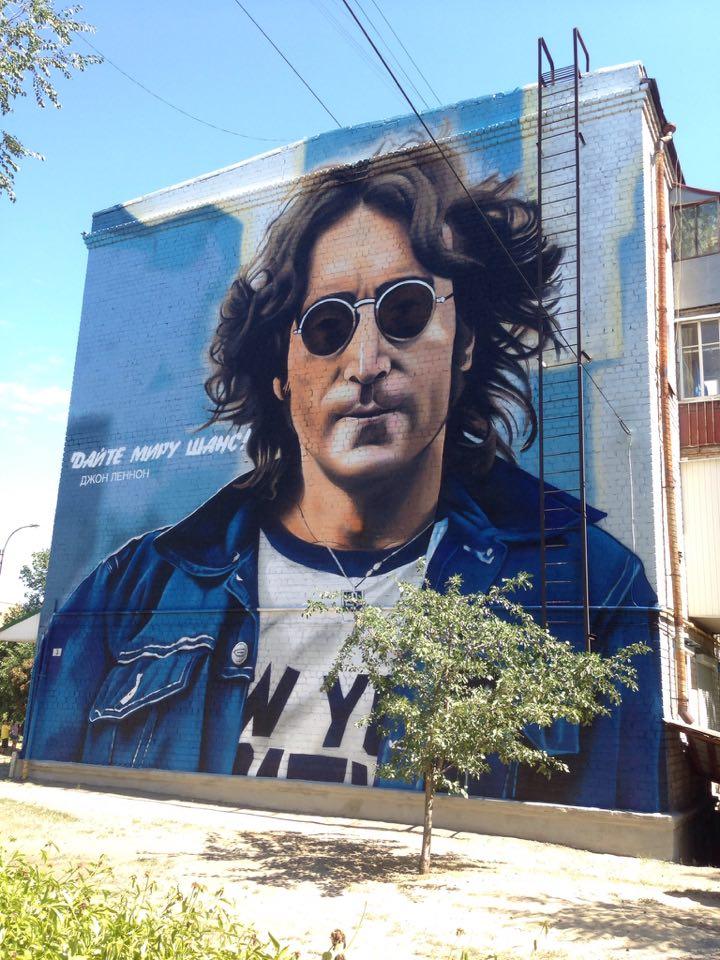 Портрет Джона Леннона в Изюме