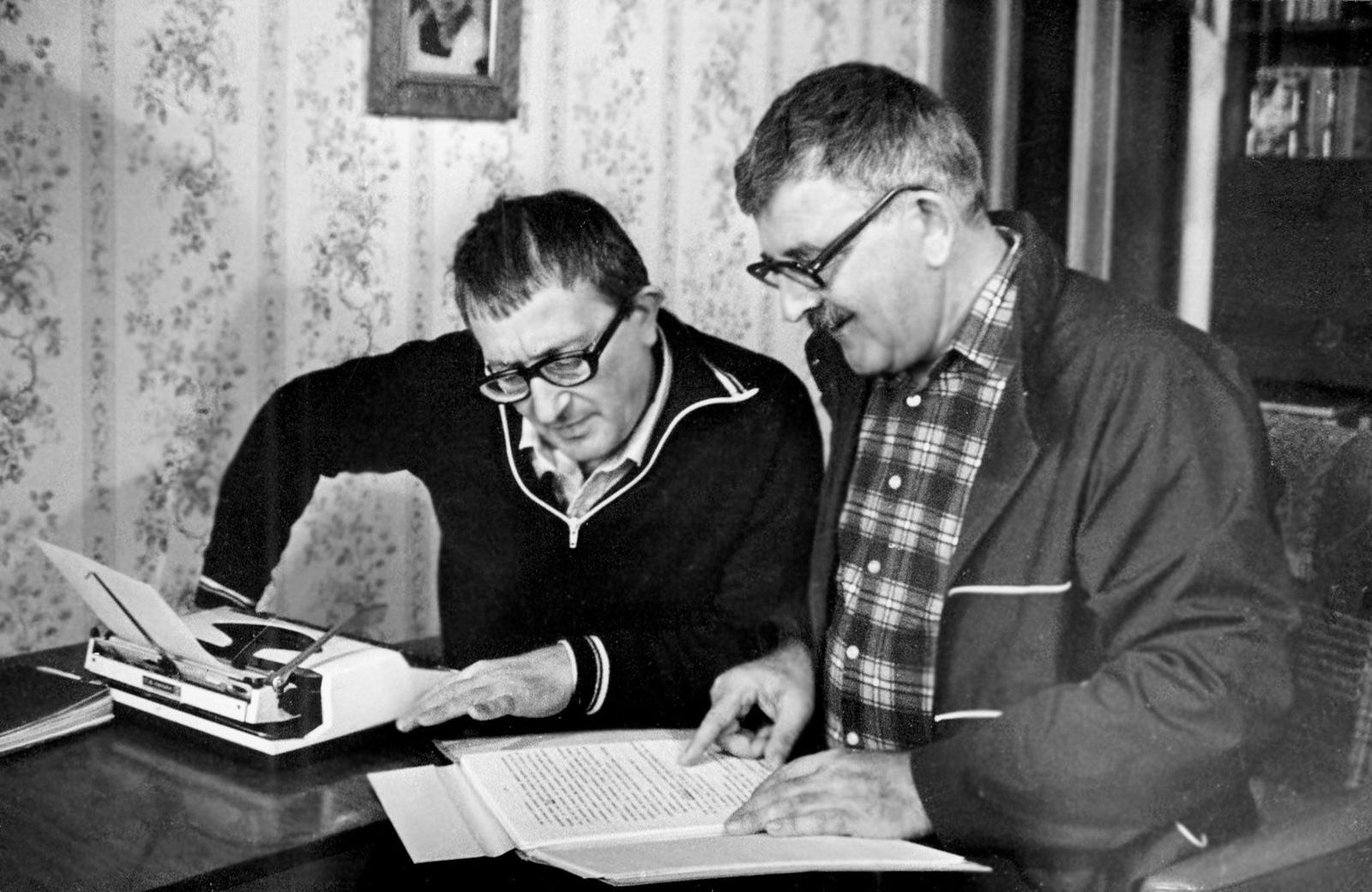 Борис (слева) и Аркадий (справа) Стругацкие