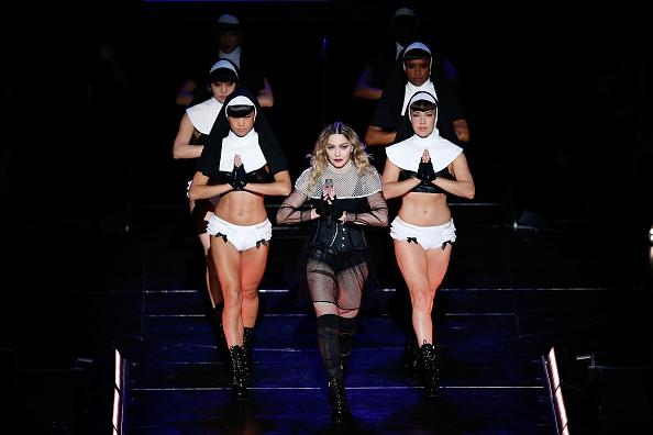 Мадонна и ее шоу-балет