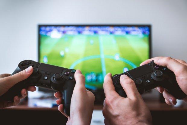 Играть в видеоигры