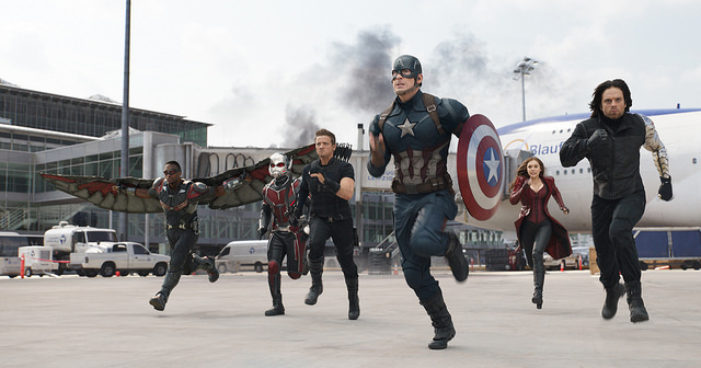 Команда Капитана Америки (Сэм Уилсон - слева на фото, Баки Барнс - справа)