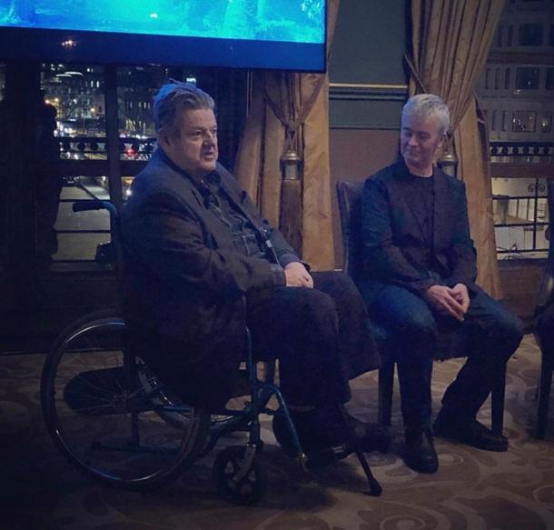 Робби Колтрейн в инвалидном кресле