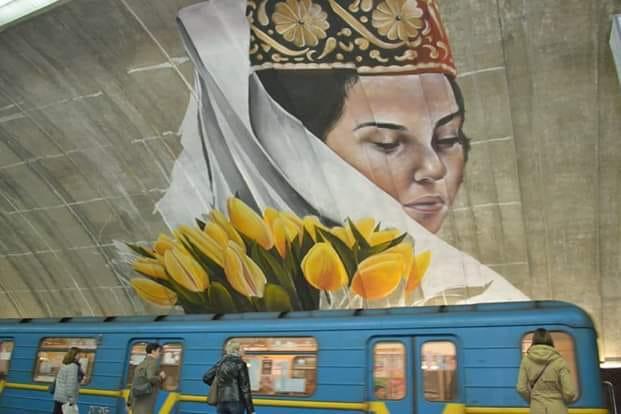 Мурал на Осокорках нарисовал художник из Коста-Рики