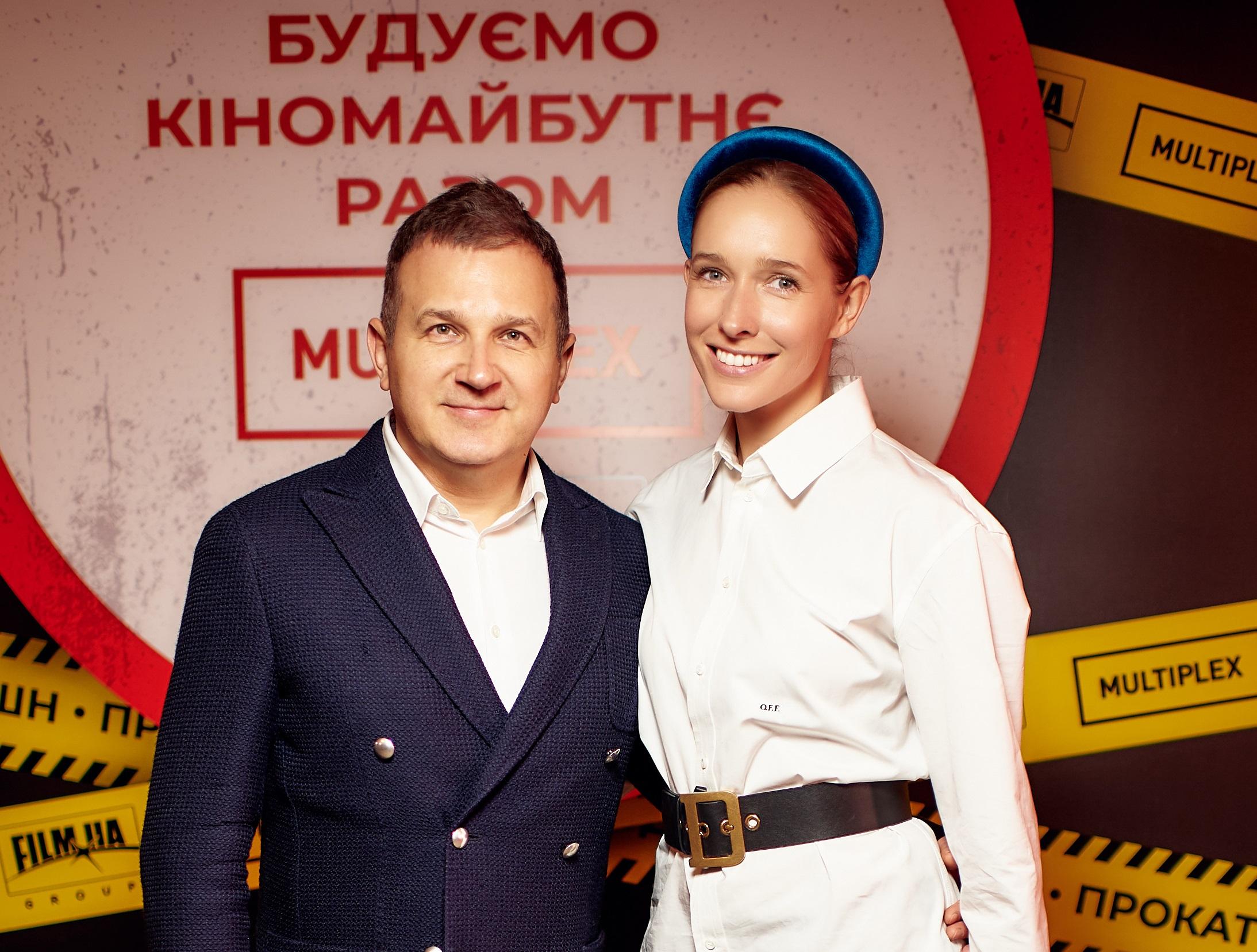Ведущий презентации Юрий Горбунов с Катей Осадчей