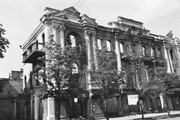 Неидентифицированные руины здания, предполагаю, что на улице Городецкого.