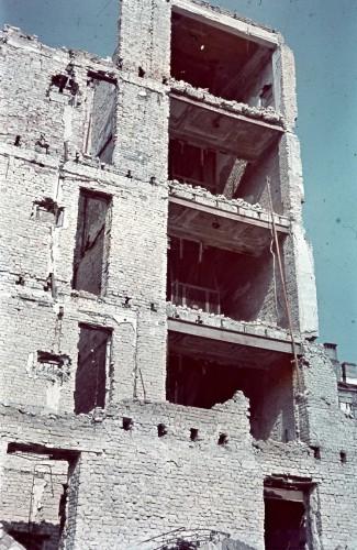 Разрушенное здание на Крещатике.