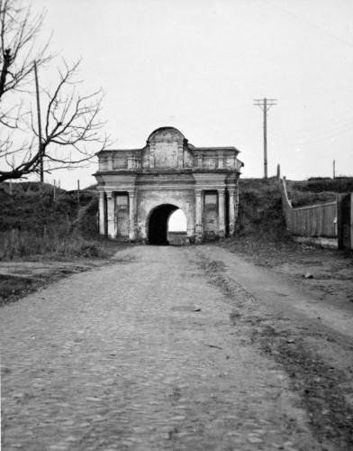 Московские ворота Печерской крепости, сейчас здесь вход на комплекс Национального музея истории ВОВ.