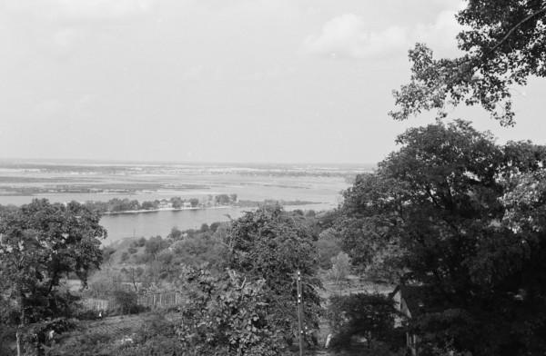 Вид на Днепр справа от Козловской больницы.