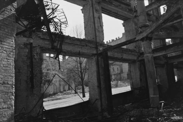 Вид на Лютеранскую улицу с разрушенного универмага.