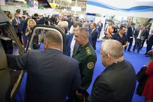 Генерал-лейтенант Николай Балан на выставке