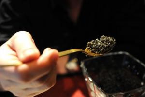 Черная икра – по-настоящему редкое и дорогое лакомство