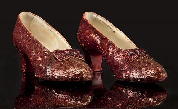 Бизнес на вещах знаменитостей - рубиновые тапочки Дороти из фильма Волшебник из страны Оз