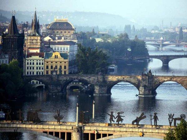 Украинцам стало сложнее попасть в Чехию на работу