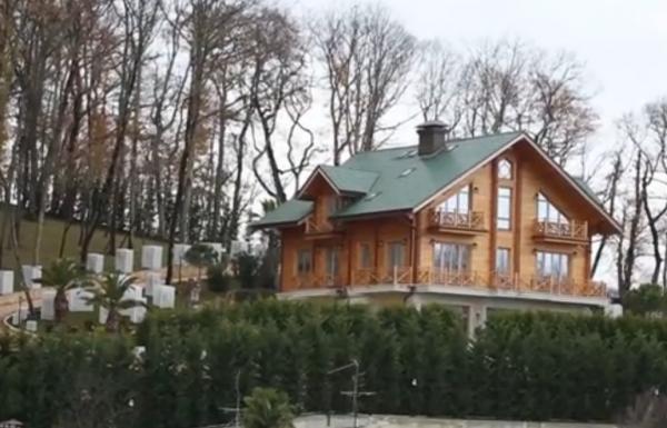 Янукович якобы проживает под Сочи
