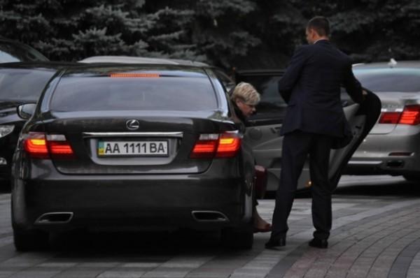 Гонтарева приехала в Раду на авто класса люкс за 3 млн. грн