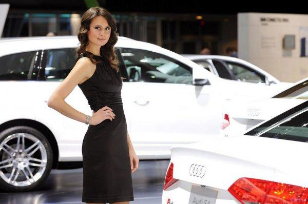 Продавцы в автосалонах зарабатывают 8 000 - 14 000 гривен