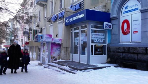"""Здания, когда-то принадлежавшие украинским банкам теперь либо пустуют, либо превратились в фейковый """"Центральный республиканский банк"""" ДНР"""