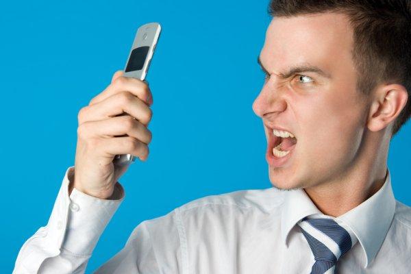 У владельцев дорогих мобилок пропадают со счетов деньги